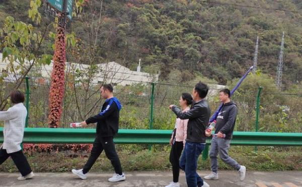 鑫安安防徒步进秦岭